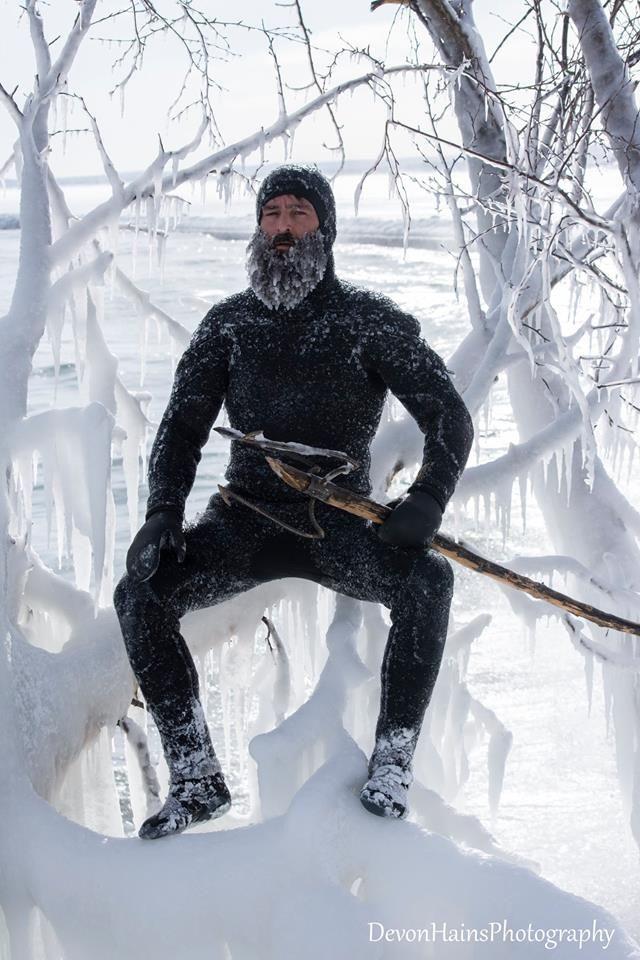 Скажені серфери-супергерої підкорили хвилі в мороз, і ось що з цього вийшло - фото 420864