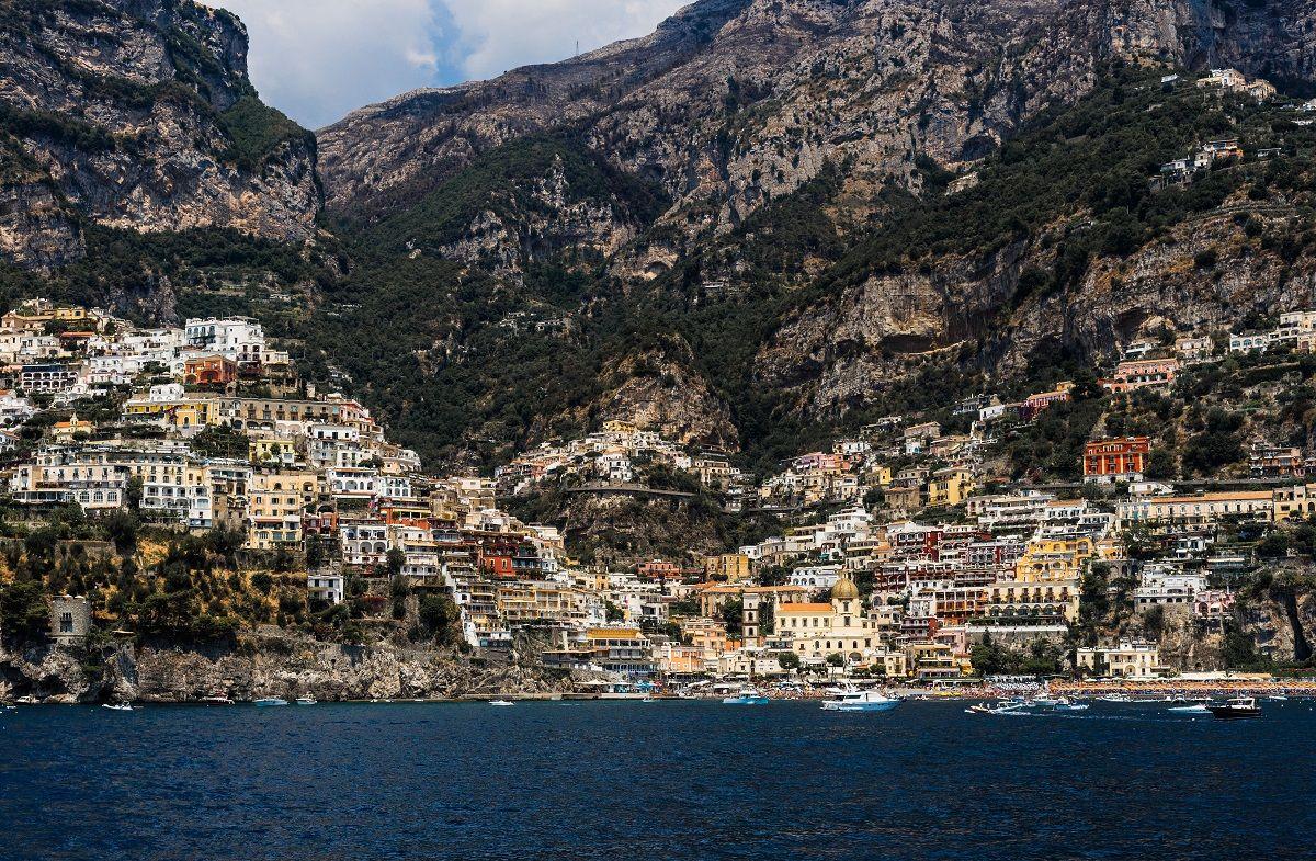 Італія запрошує переїхати в мальовниче місто і платить за це 25 000 євро - фото 449882