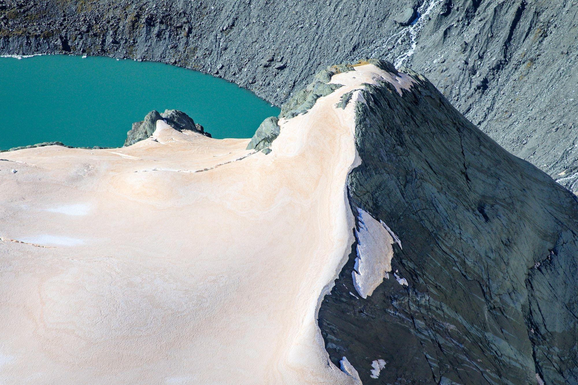 Фото дня: льодовики в Новій Зеландії почервоніли - фото 460670