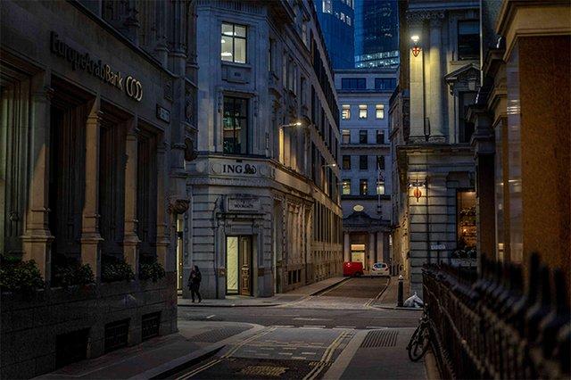 Сильні кадри: фотопроєкт про те, як виглядають опустілі вулиці мегаполісів - фото 472194