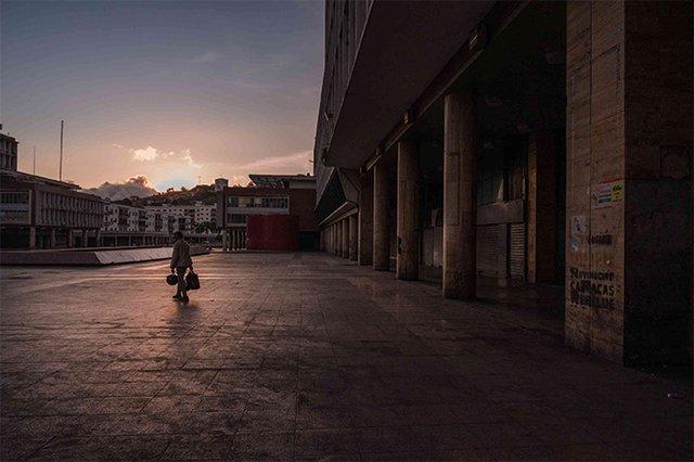 Сильні кадри: фотопроєкт про те, як виглядають опустілі вулиці мегаполісів - фото 472199