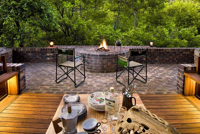 Ювелірно: у Африці звели надвузький будинок посеред лісу, аби не чіпати жодного дерева - фото 486568