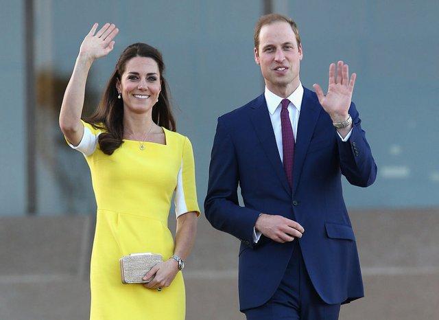 Принц Вільям висміяв Кейт Міддлтон за сукню, схожу на банан - фото 480399