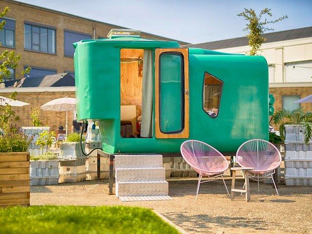 У Нідерландах відкрили кемпінг, де можна заночувати в теплиці та навіть сміттєвому баці - фото 492673