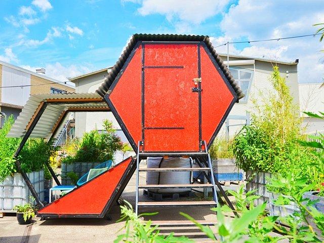 У Нідерландах відкрили кемпінг, де можна заночувати в теплиці та навіть сміттєвому баці - фото 492674
