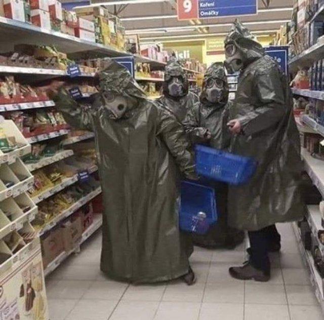 Без паніки: люди рятуються від коронавірусу дотепними мемами - фото 471030