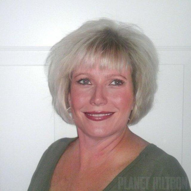 Фотошоп перетворив голлівудських зірок у звичайних людей зі смішними зачісками й одягом - фото 483404