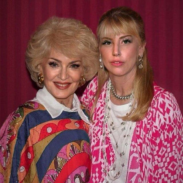 Фотошоп перетворив голлівудських зірок у звичайних людей зі смішними зачісками й одягом - фото 483414