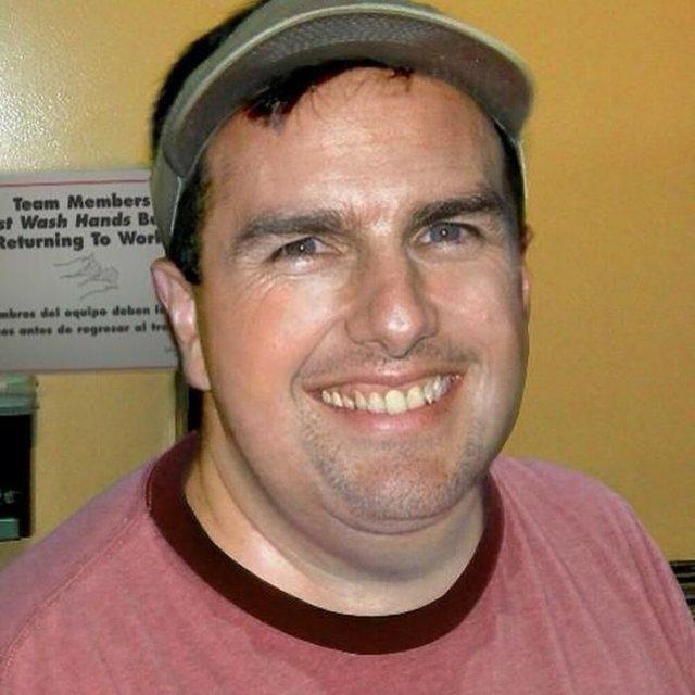 Фотошоп перетворив голлівудських зірок у звичайних людей зі смішними зачісками й одягом - фото 483418