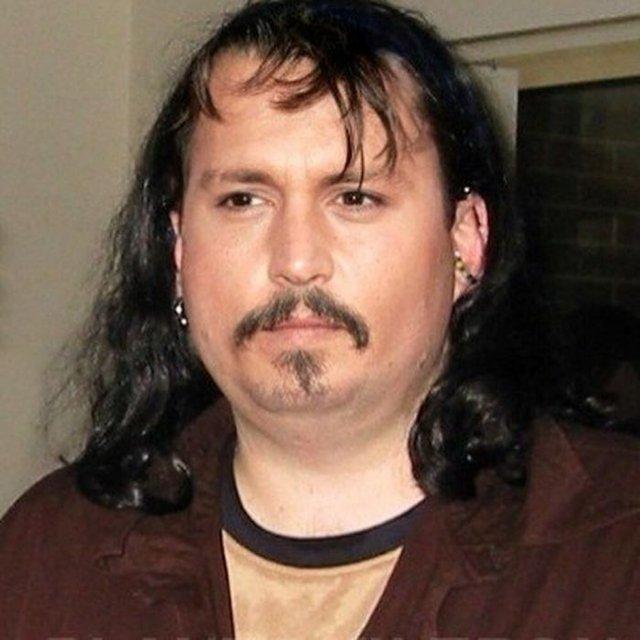 Фотошоп перетворив голлівудських зірок у звичайних людей зі смішними зачісками й одягом - фото 483419