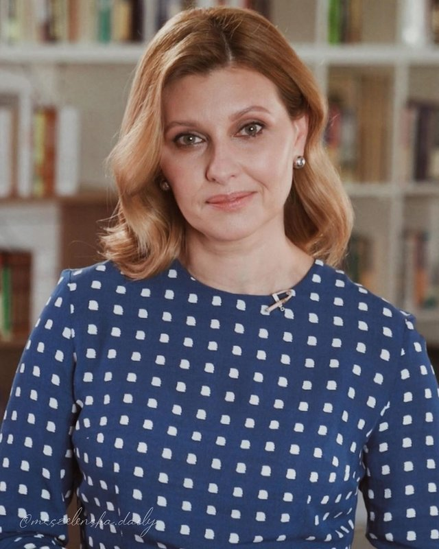 Олена Зеленська вийшла у світ у сукні українського бренду за 1400 гривень - фото 473836