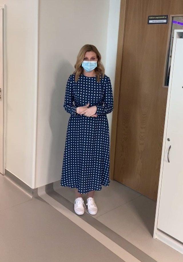 Олена Зеленська вийшла у світ у сукні українського бренду за 1400 гривень - фото 473833