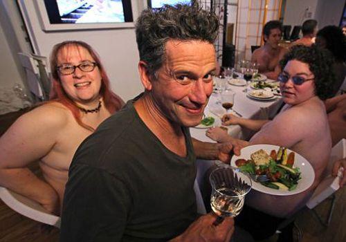 foto-golie-v-restorane