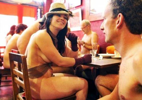 голые официантки в баре фото картинки № 69244
