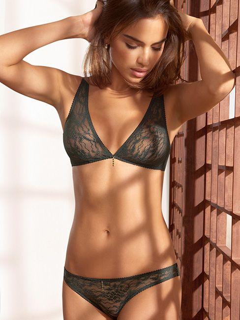 Відкритий літній одяг потребує відкритої білизни. В цьому сезоні будуть  модні легкі мережива в поєднанні з глибоким вирізом. 16b5c611985be