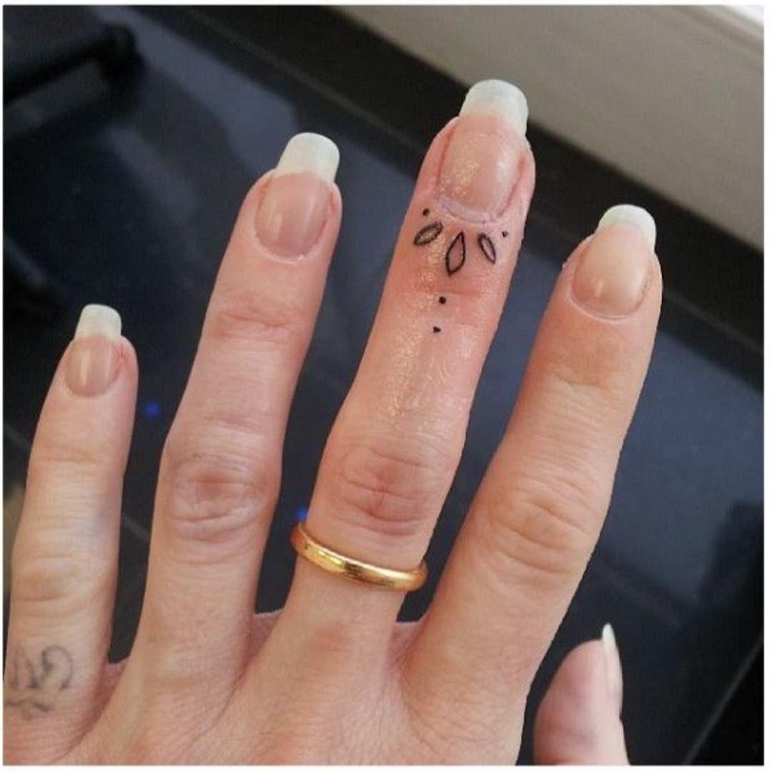 Значение наколок на пальцах Уркаган 18