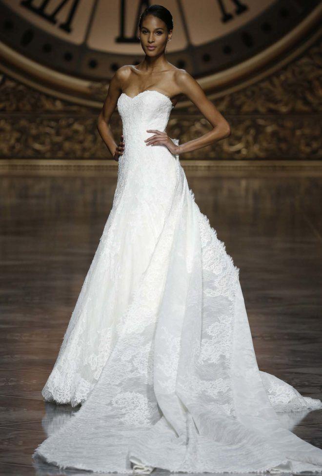 fcd4667e6b53c9 Грецькі сукні і вільний крій приховають ваш секрет, а сміливі наречені  можуть обирати короткі варіанти.