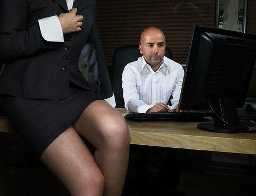 Начальница наказывает сотрудницу