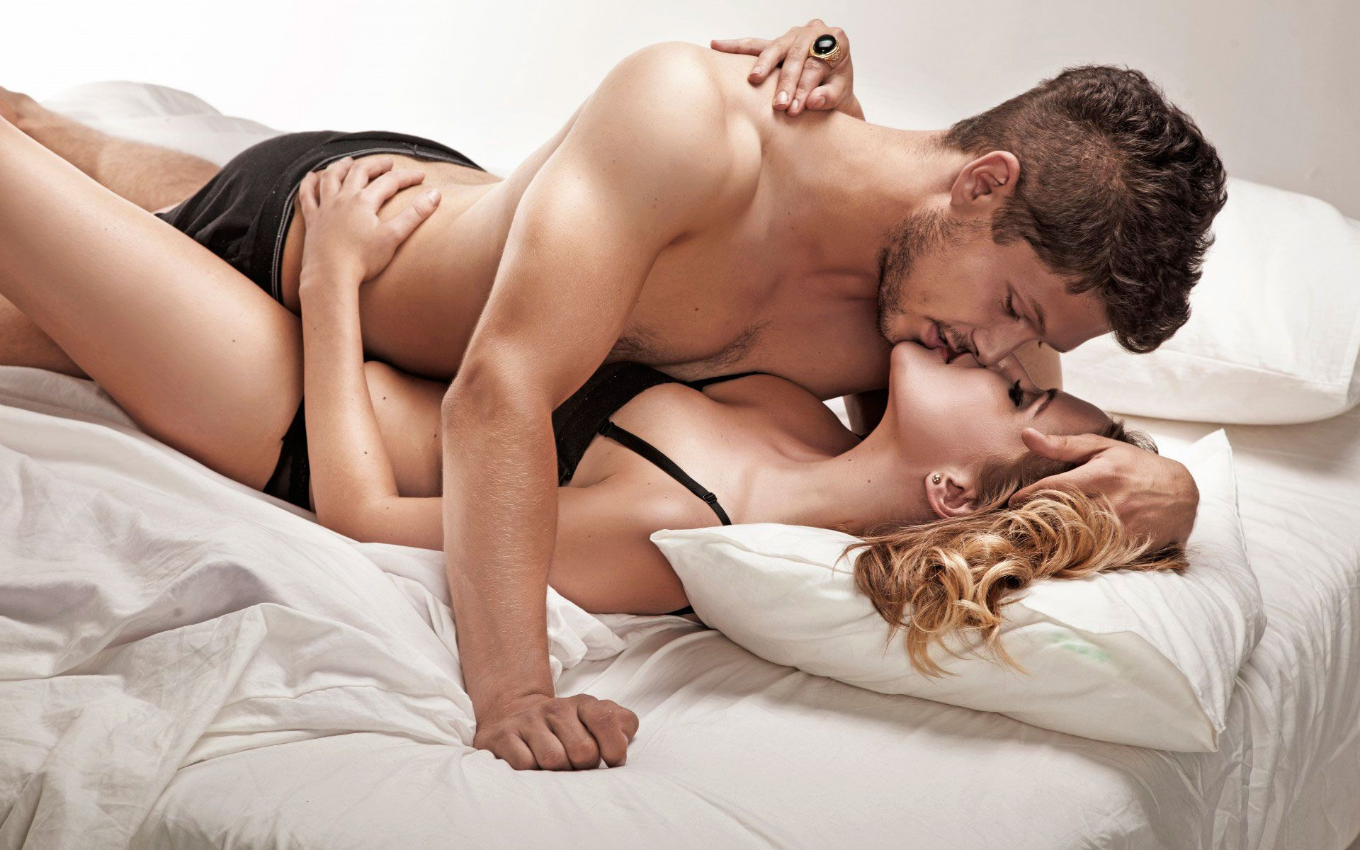 как девчонки пристою сэкси целует прняа што неостонавелевыйца