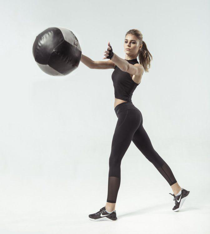 Дивіться також  Чарівна та загадкова Міранда Кер у новій рекламній кампанії 845eb10d6427a
