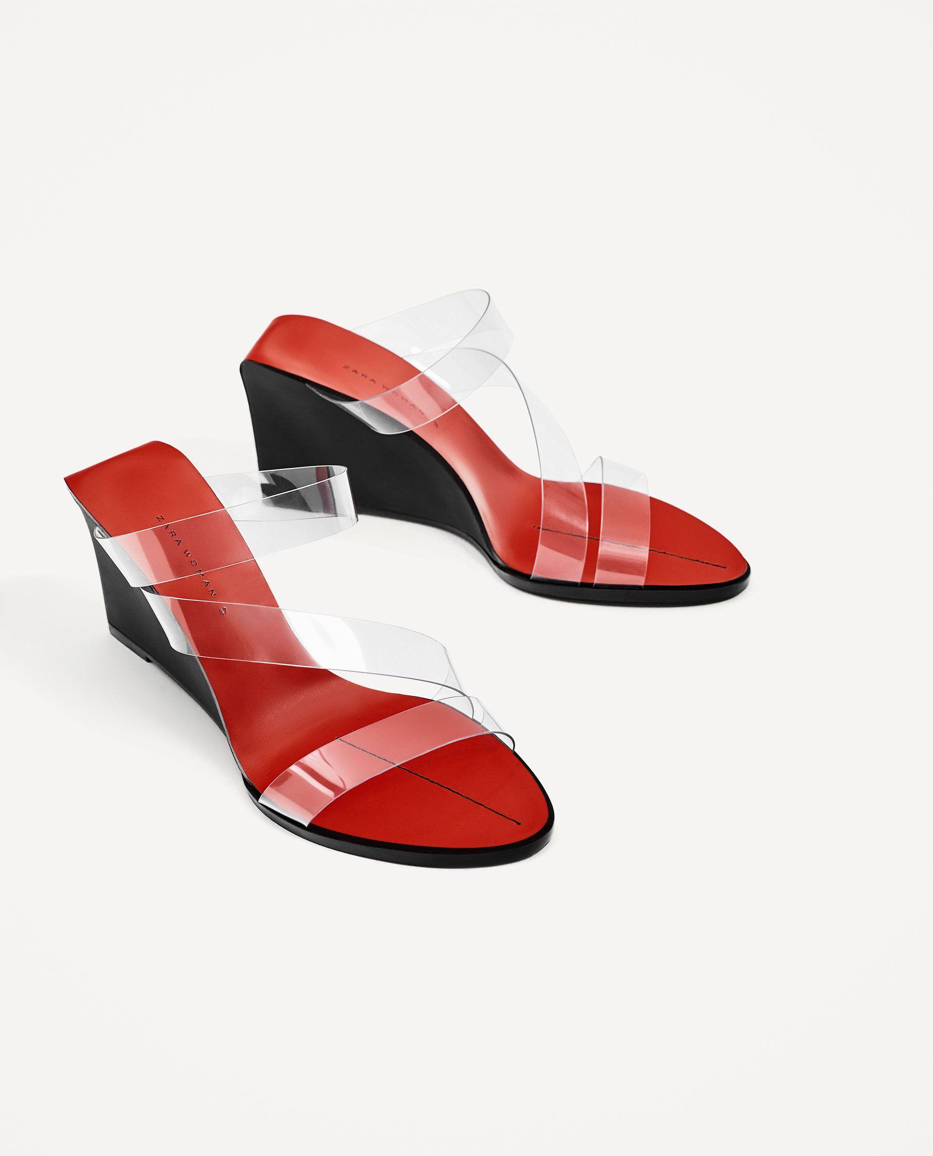 726466bc7e762a Також цього літа потрібно мати взуття з прозорим ефектом та металевого  коліру. Це справжній хіт-2017. І ще, любі модниці, не забувайте, що все це  можна і ...