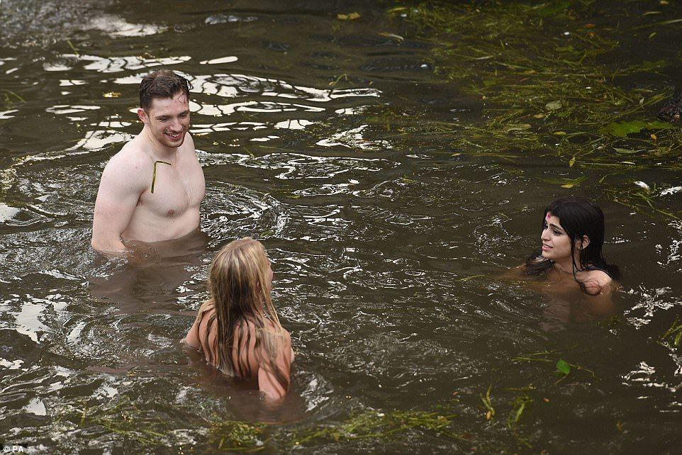 п яні голі жінки фото