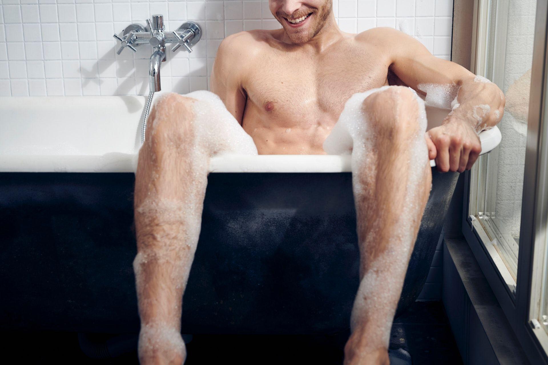 Іспанський чиновник не вимкнув камеру й випадково прийняв душ у прямому ефірі