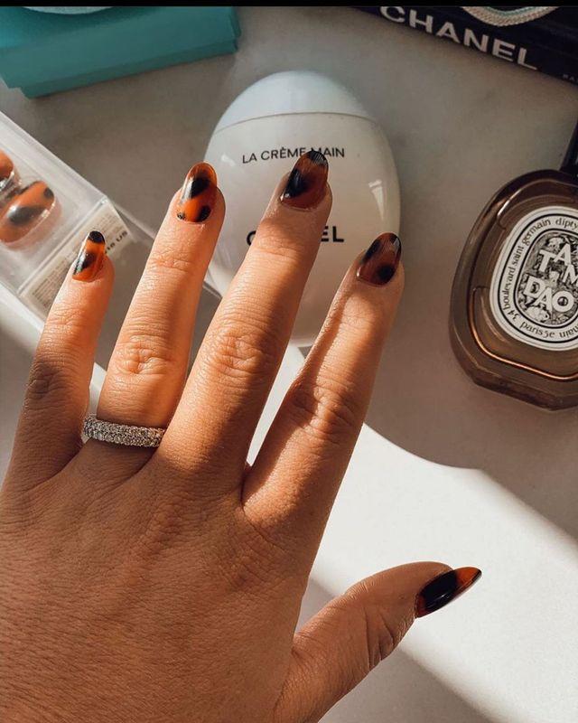 Опять за старое: накладные ногти - модная фишка этого сезона - фото 495508