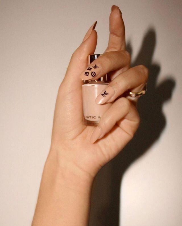 Опять за старое: накладные ногти - модная фишка этого сезона - фото 495513