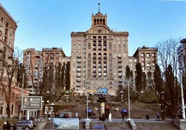 В сети впервые показали квартиру Андрея Данилко, и у него настоящие хоромы - фото 496960