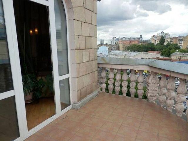 В сети впервые показали квартиру Андрея Данилко, и у него настоящие хоромы - фото 496961