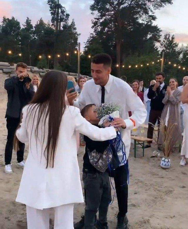 Таки выйдет замуж за Эллерта: Ксения Мишина поймала букет невесты - фото 522549